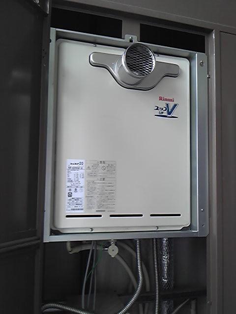愛知県岡崎市にてリンナイ RUF-A2000SAT-A  メーカー希望小売価格¥286,860-(台所・浴室リモコン付き)ビルトインガスコンロとセットでお買い上げいただきました。給湯器キャンペーン価格(標準工事込み)+セット割引!! ¥225,000円