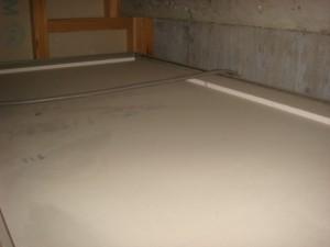 浴室 地デジ ユニットバスの天井点検口近くの天井裏へ電源チューナーボックスを 設置