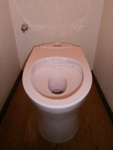 便器とアングル止水栓を取り付け