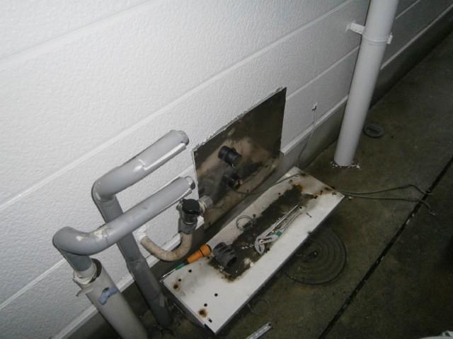 給湯器取替工事 施工事例 名古屋市中川区  撤去後