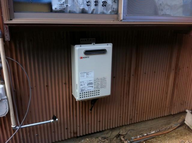 ガス給湯器取付工事 施工事例 豊橋市 施工中