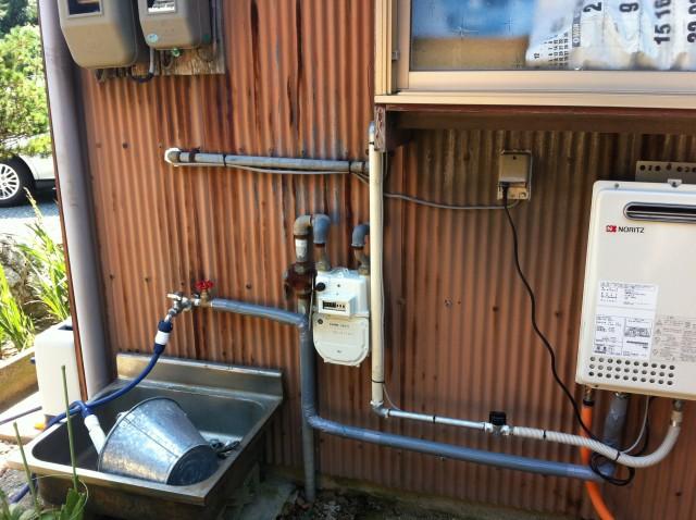 ガス給湯器取付工事 施工事例 豊橋市 配管