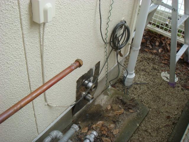 ガス給湯器取替工事 施工事例 愛知県豊橋市 撤去後