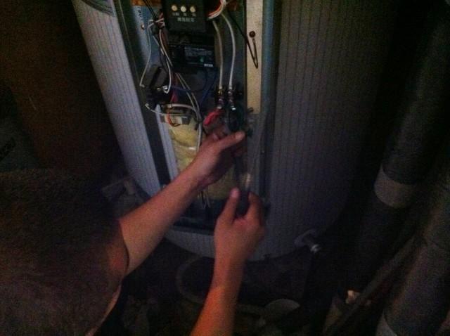 電気温水器取替工事 施工事例 名古屋市昭和区 施工中