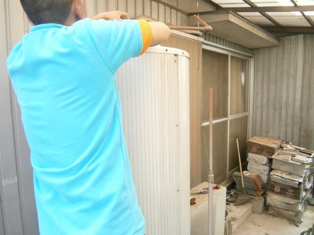 電気温水器取替工事 名古屋市北区 施工中