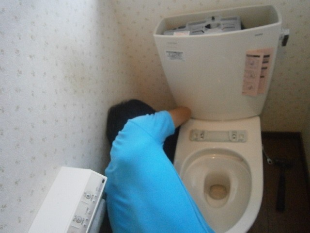 トイレ取替工事 施工事例 三重県桑名市 施工中