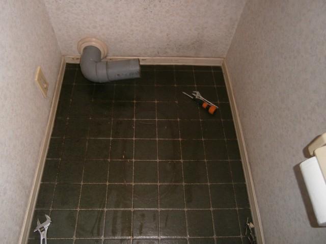 トイレ取替工事 施工事例 北名古屋市 施工中