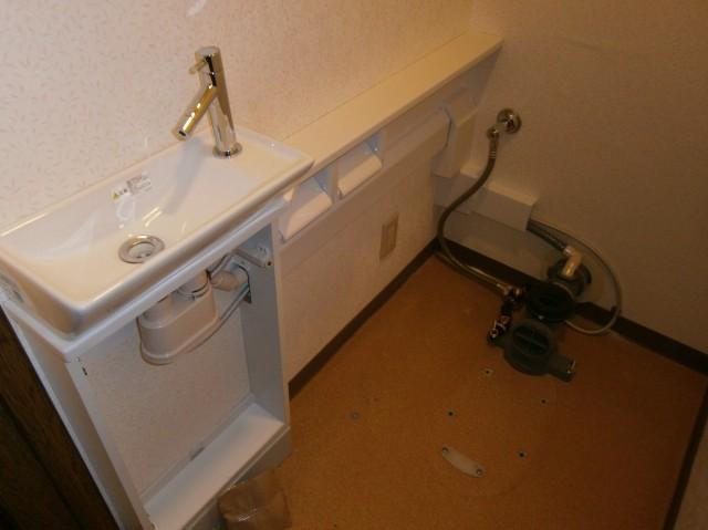 トイレリフォーム工事 施工事例 名古屋市緑区 手洗カウンター施工中