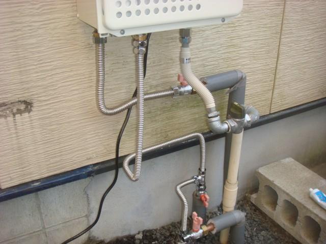 ガス給湯器 交換工事 施工事例 四日市市 施工中