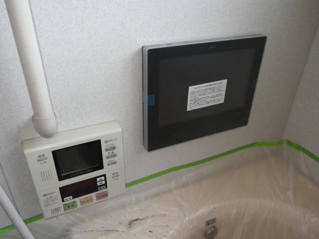 浴室テレビ取替工事 施工事例 津島市 作業中