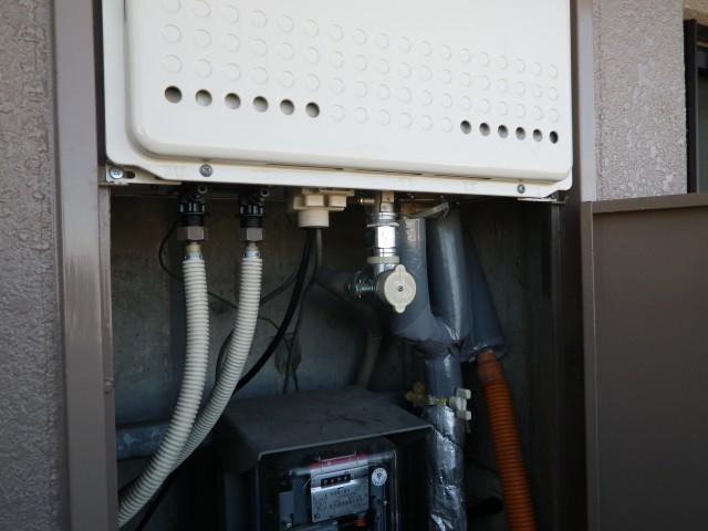 名古屋市西区 施工事例 ガス給湯器 交換工事 施工中