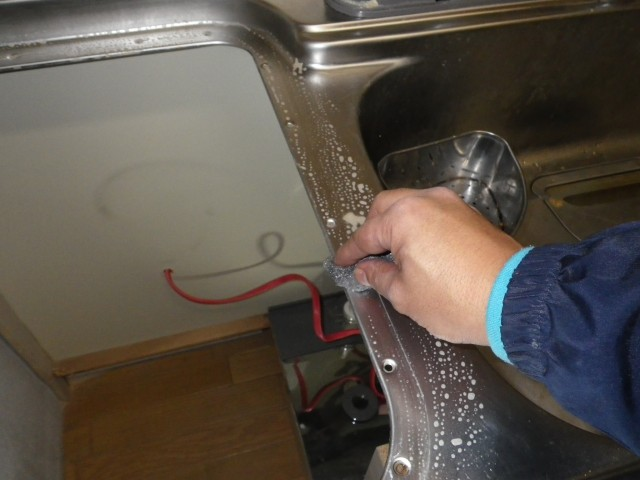 名古屋市緑区 トップオープン食洗器取替工事 作業中