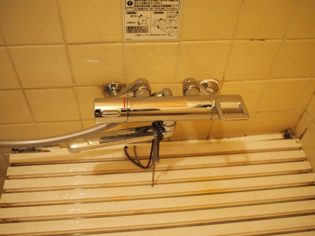 四日市市 シャワー水栓 取付け工事 施工中
