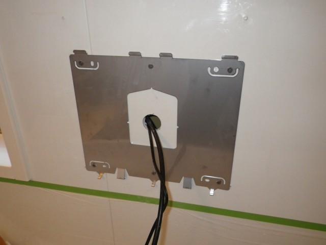 一宮市 浴室テレビ 交換工事 配線施工中