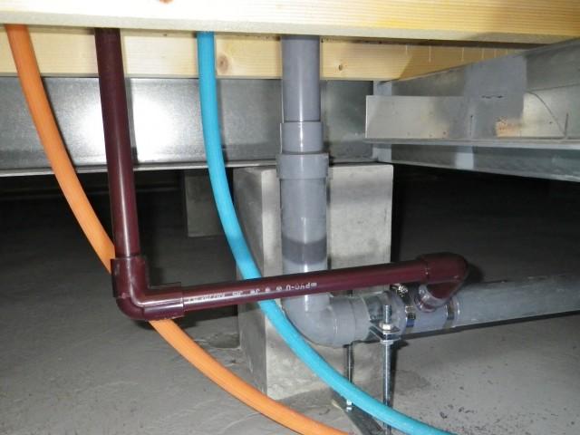 いなべ市 ビルトイン食洗機新規取付工事 排水管施工中