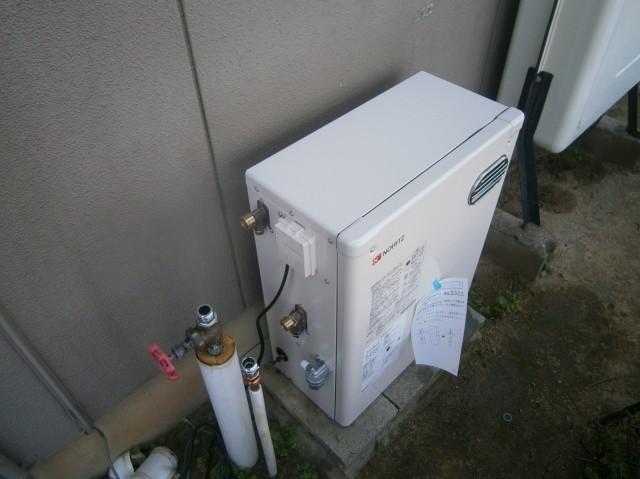 豊川市 石油給湯器取替工事 施工中