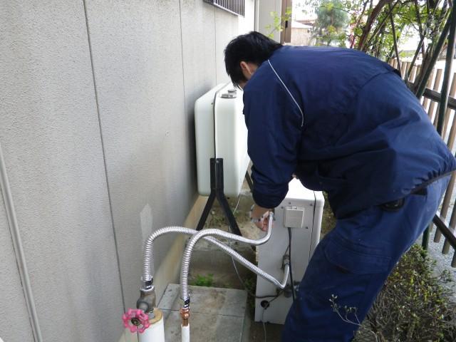 豊川市 石油給湯器取替工事 仮設置中