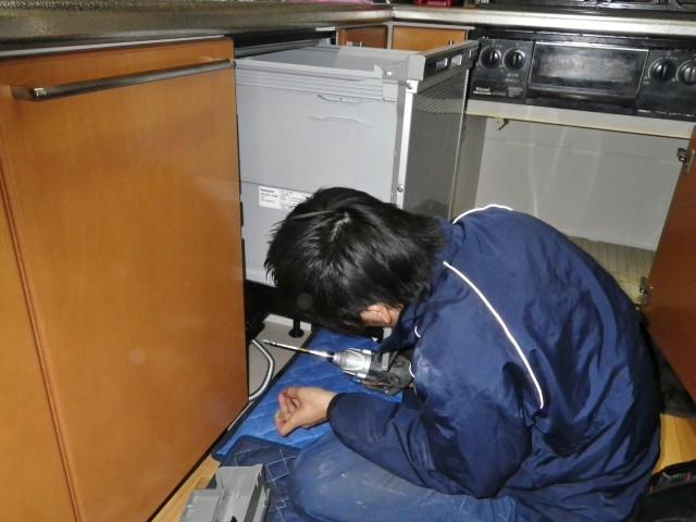 大府市 食洗器取付工事 施工中