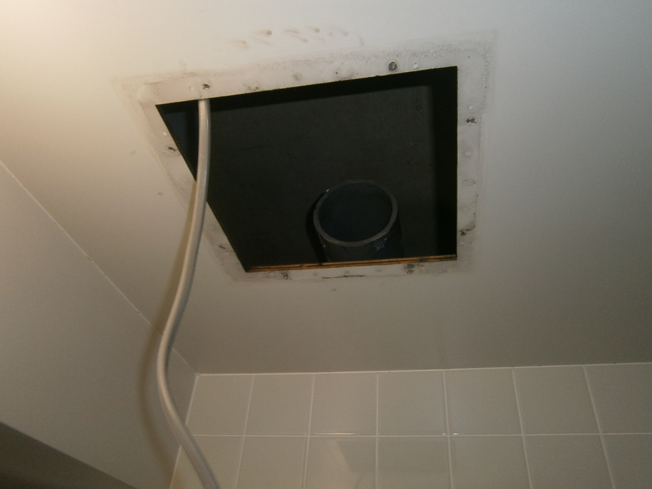 一宮市 浴室換気扇取替工事 撤去後