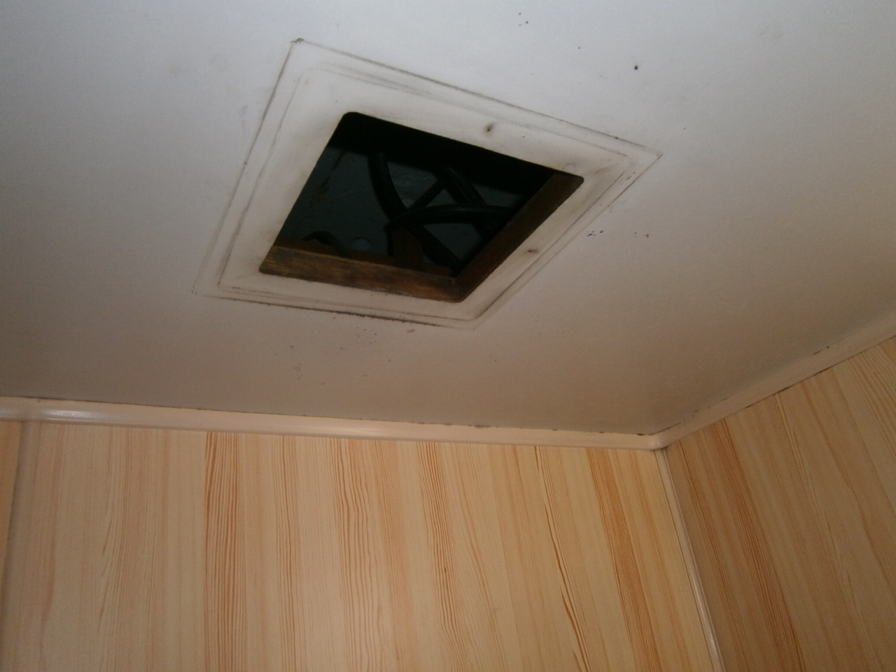 名古屋市南区 浴室換気扇取替工事 撤去後