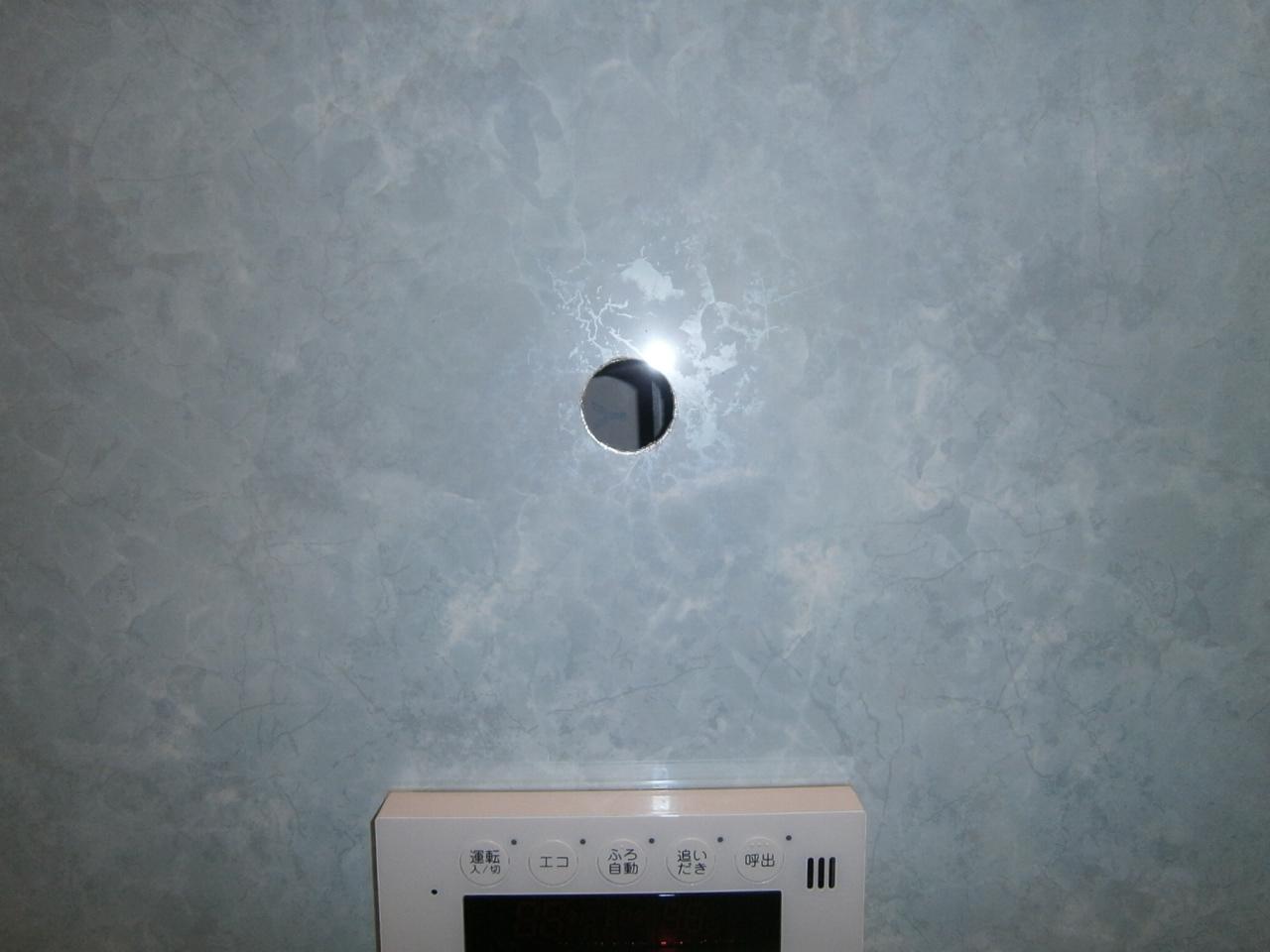 北名古屋市 浴室テレビ取付工事 穴開け後