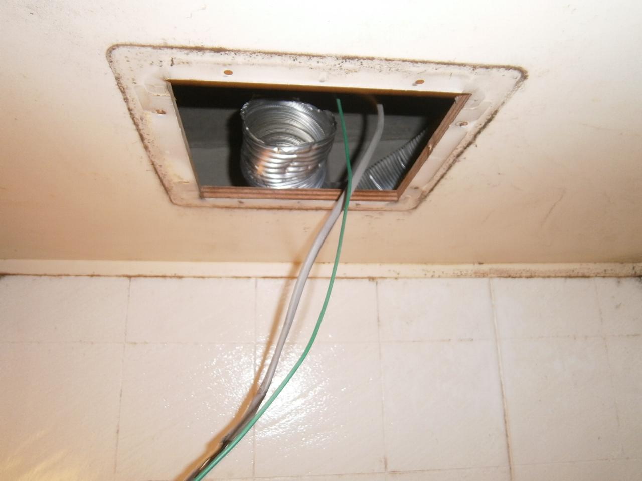 刈谷市 浴室換気扇取替工事 撤去後