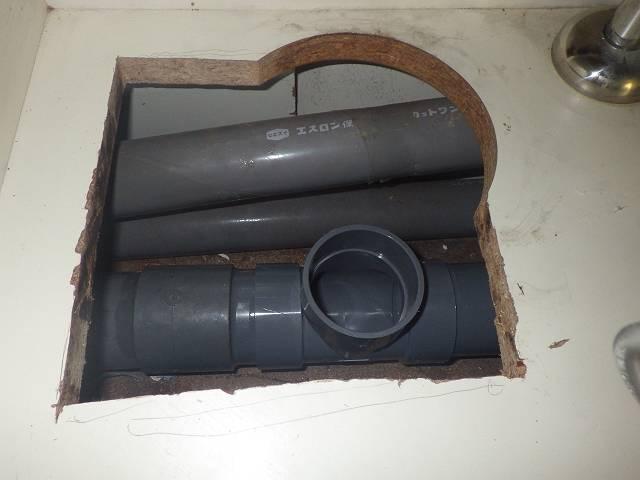 北名古屋市 洗濯機パン他取付工事排水管施工中1