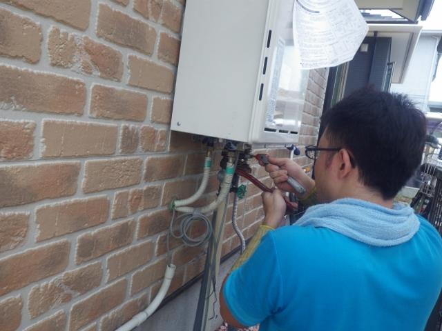 名古屋市緑区 ガス給湯器取替工事 施工中