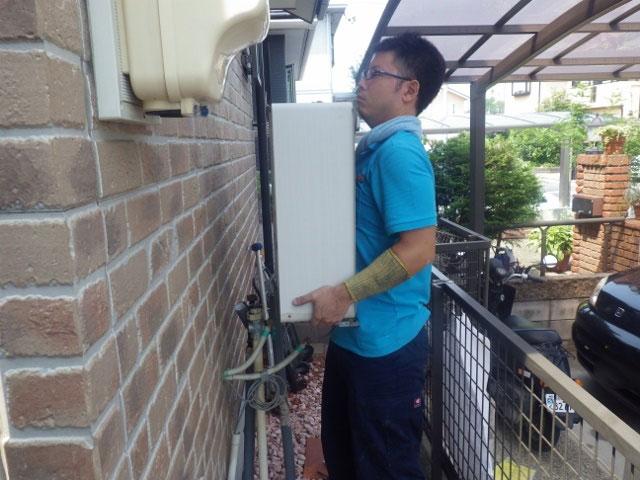 名古屋市緑区 ガス給湯器取替工事 撤去中