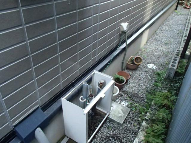 鈴鹿市 ガス給湯器取替工事 据置台設置