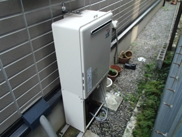 鈴鹿市 ガス給湯器取替工事 給湯器設置