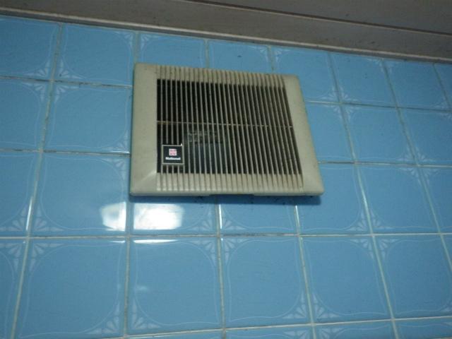 春日井市 浴室換気扇取替工事 施工前