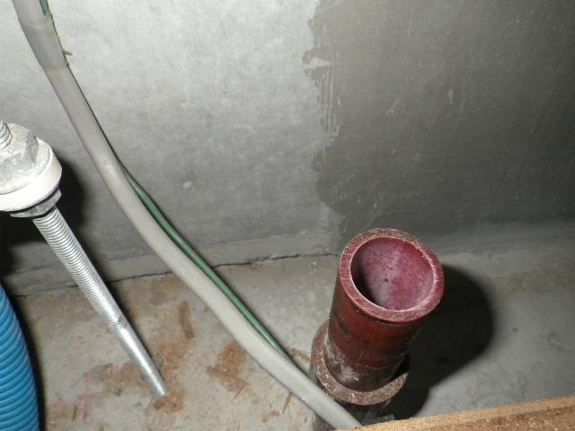 名古屋市中区 食洗機取替工事 排水管施工中