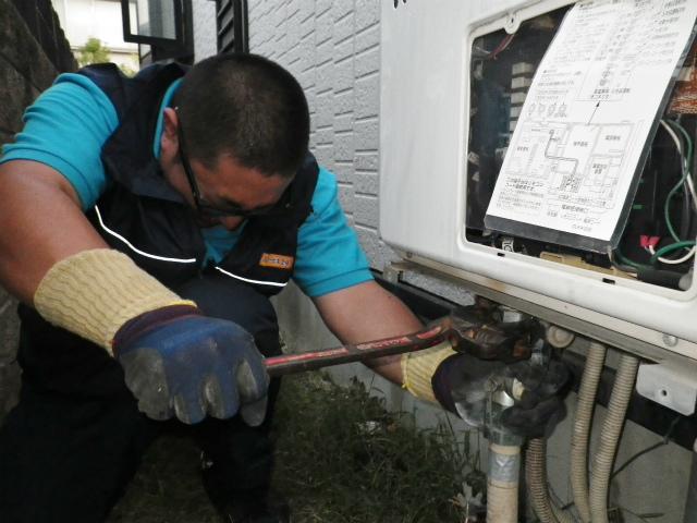 刈谷市 ガス給湯器取替工事 撤去中