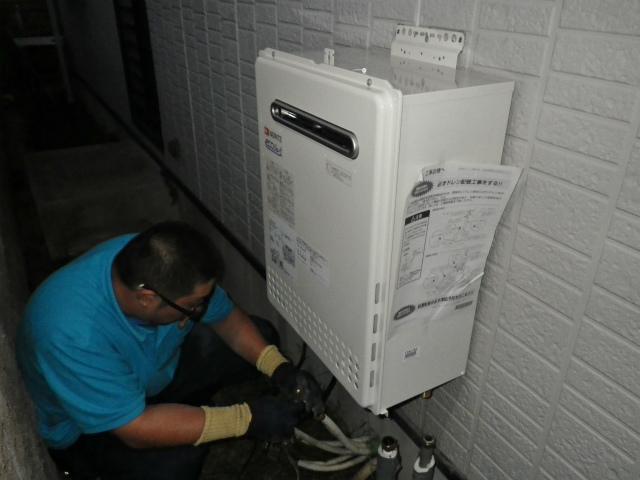 刈谷市 ガス給湯器取替工事 施工中