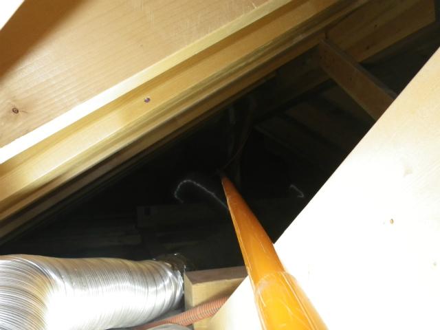 昭和区 屋根裏配線引き込み中