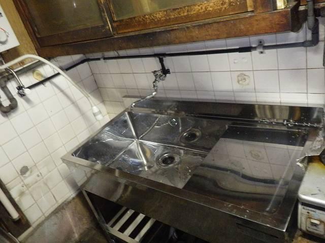 名古屋市中川区 流し台取替工事 給水配管も取り替えました。
