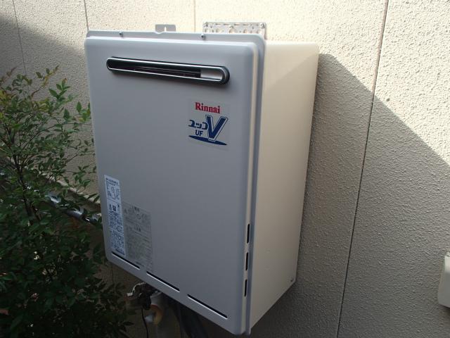 知多市 ガス給湯器取替工事 本体壁固定