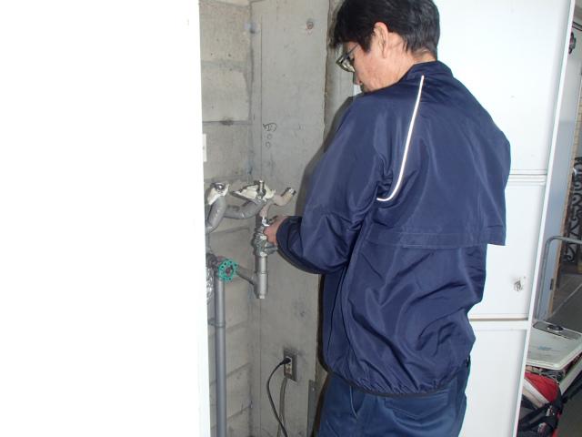 名古屋市天白区 給湯器交換工事 撤去中