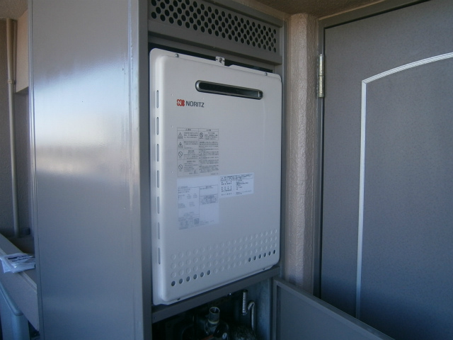 豊田市 ガス給湯器取替工事 施工中