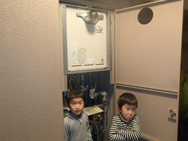 お子様と新しい給湯器