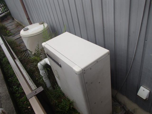 岡崎市赤渋町石油給湯器からノーリツ(NORITZ)ガス給湯器(GQ-2039WS)へ取替工事 施工前