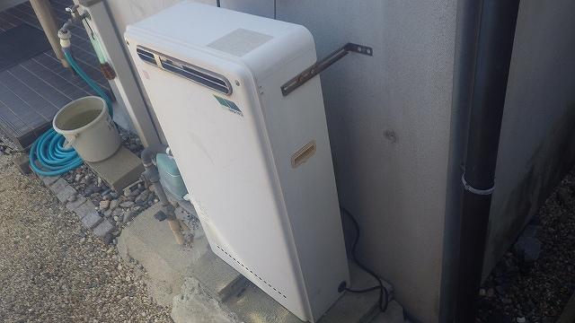 隣接ガス給湯器から壁掛けエコジョーズに取替