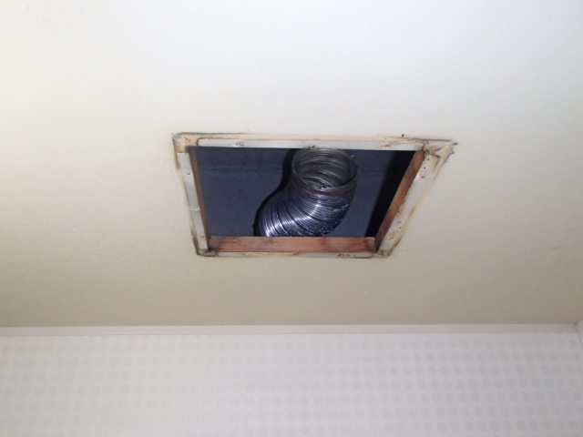 名古屋市中区丸の内東芝浴室換気扇取替工事 撤去後