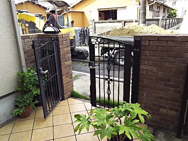 豊橋市据置型設置給湯器取替工事 お客様宅前にて道路工事