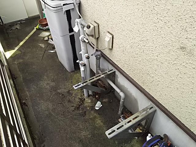 豊橋市据置型設置給湯器取替工事 既設給湯器撤去完了後