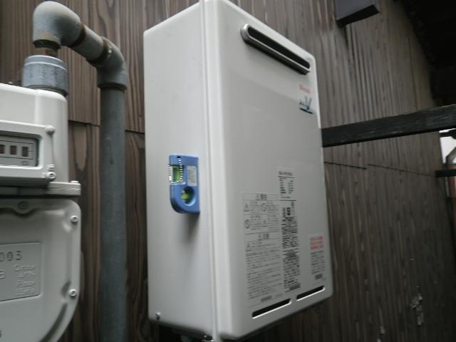 高温差し湯ガス給湯器取替工事 本体固定設置中。