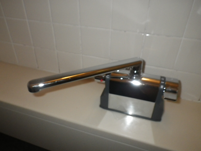 浴室シャワー水栓取替工事 本体設置固定完了後。