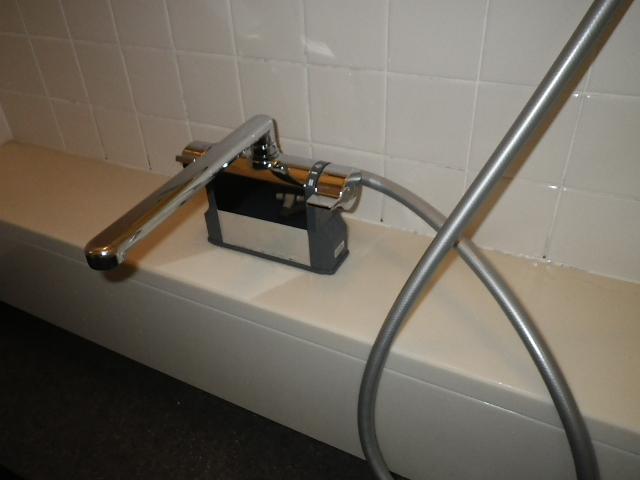 浴室シャワー水栓取替工事 シャワーホース設置完了後。