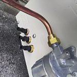 送油管給湯器側